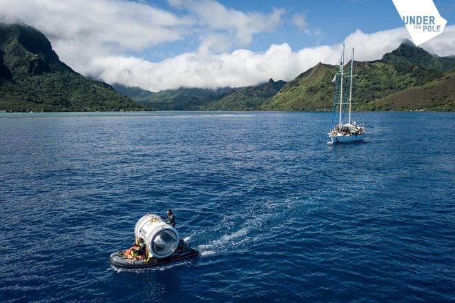 """La """"Capsule"""" est transportée à bord d'un semi-rigide jusqu'au site d'immersion."""