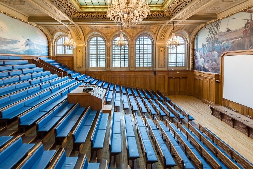 Le grand amphithéâtre de la Maison des Océans - Institut Océanographique, à Paris.